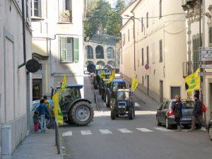 Giornata del Ringraziamento della Coldiretti: il passaggio dei trattori nelle vie cittadine