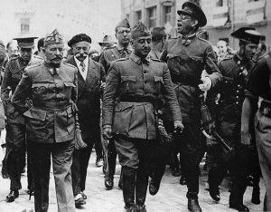 Burgos, 1938. Da sinistra il gen. José Cavalcanti, il gen. Francisco Franco e il gen. Emilio Mola y Vidal