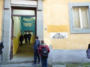"""L'ingresso della sede pontremolese dell'istituto """"Pacinotti"""""""