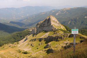 Una suggestiva immagine di uno scorcio montano all'interno del Parco Nazionale dell'Appennino