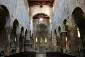 L'interno del Duomo di Carrara