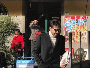 """Il portiere Gigi Buffon """"pizzicato"""" in piazza a Bagnone durante le festività natalizie"""