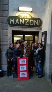 """I rappresentanti dell'associazione """"Cio nel cuore"""" di fronte all'ingresso del Cinema Manzoni"""