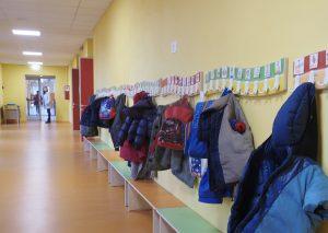 Il corridoio all'interno della scuola materna (foto Massimo Pasquali)