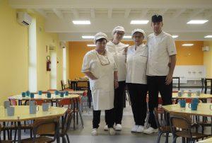 La Mensa con lo staff della cucina (foto Massimo Pasquali)