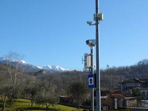 Autovelox e la telecamera della videosorveglianza  a Santa Giustina all'ingresso di Pontremoli