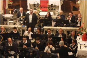 Un momento del concerto della Santa Cecilia di Casola con il tenore Alessandro Bazzali