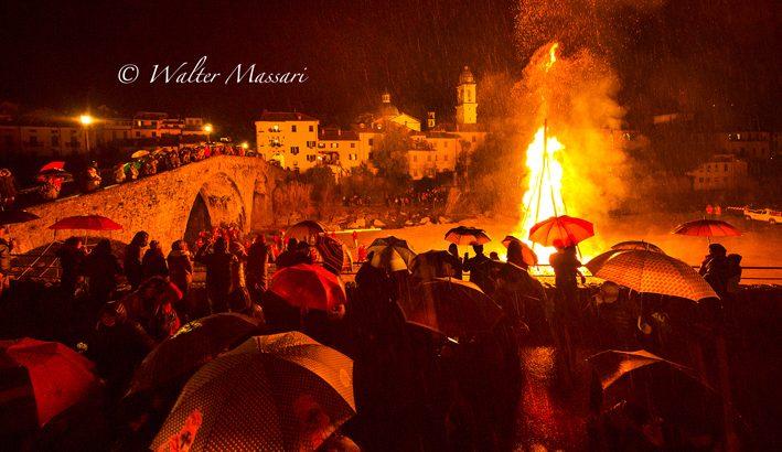 San Geminiano: il falò in tutta la sua magnificenza
