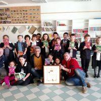 """""""Le Maestà di Montereggio"""" hanno consegnato libri e materiale scolastico alle scuole di Arpiola"""