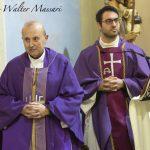 Don Marco Giuntini (a sinistra) e don Stefano Pappalardo ad Arpiona (foto Walter Massari)