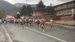 """Il momento della partenza del """"Corri per Aulla – Trofeo Avis"""" prima gara del Corrilunigiana 2019"""