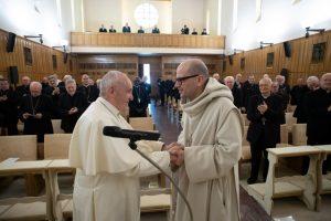 L'abate padre Bernardo Gianni con Papa Francesco al termine degli Esercizi Spirituali della Curia romana ad Ariccia