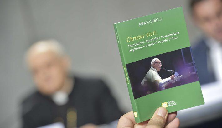 """I giovani aiutino la Chiesa """"a non cadere  nella corruzione"""""""
