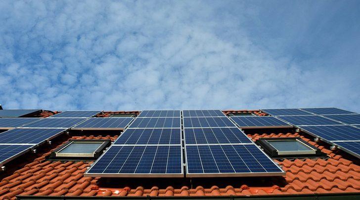 Fame di energia e fonti rinnovabili: sole, aria e acqua devono vedersela con il metano