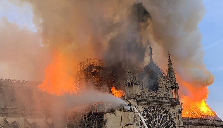 Notre Dame: devastato dal fuoco un simbolo della cristianità