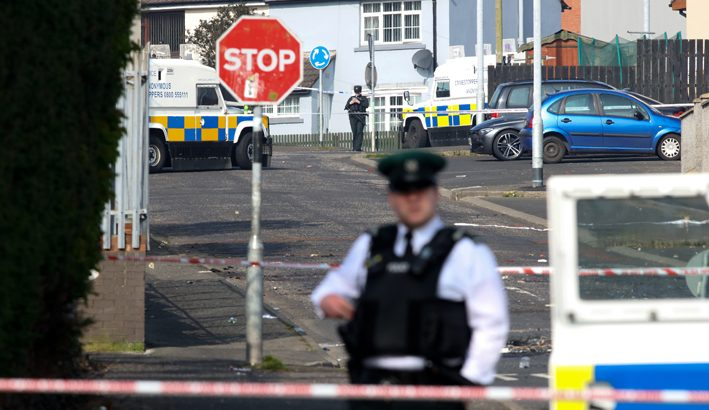 """Irlanda del Nord, il vescovo di Derry: """"Mai la pace può essere costruita con le armi"""""""
