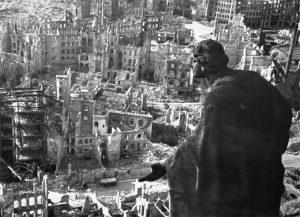 Dresda distrutta dai bombardamenti alleati del febbraio 1945