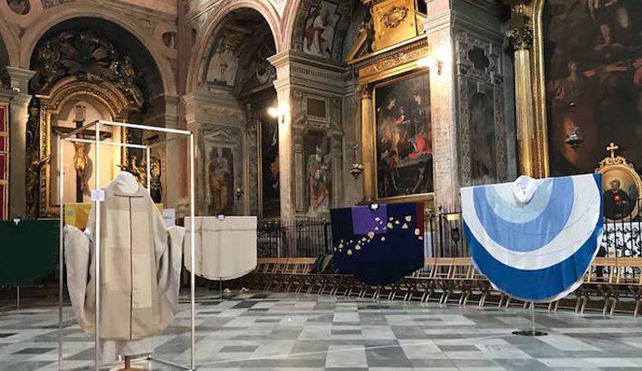 """""""L'abito liturgico è un compito"""": a Massa una mostra e due serate di studio"""