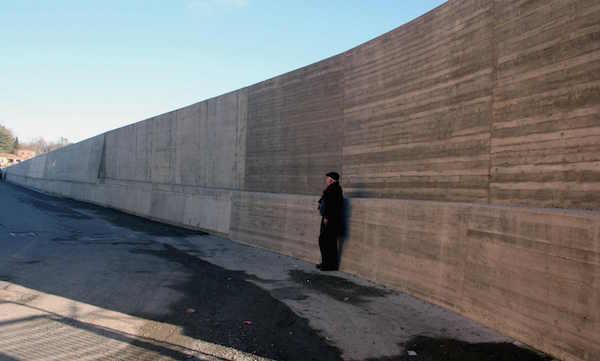 """Aulla: contributo per """"abbellire"""" il muro di  contenimento"""