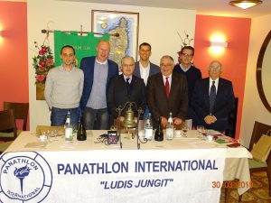 L'incontro tra i rappresentanti del Panthlon Lunigiana e della Pontremolese Basket