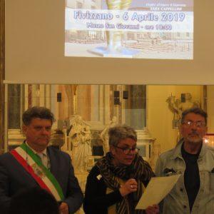 Un momento della cerimonia: da sinistra il sindaco, Paolo Grassi, l'assessore Francesca Nobili e lo scultore Alfredo Sasso.
