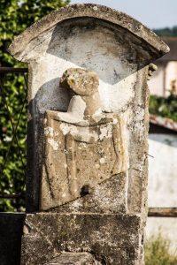 La stele di Scorcetoli prima della rimozione