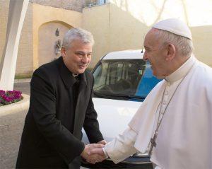 Il card. Krajewski con Papa Francesco