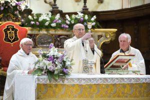 Mons. Silvano Lecchini celebrata la S. Messa nel duomo di Pontremoli in occasione della festa in suo onore