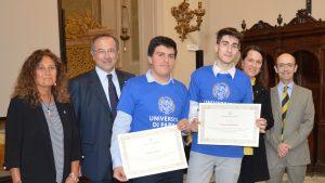 """La premiazione di Samuel Battolini e  di Andrea Zani, i due studenti del """"Da Vinci"""" di Villafranca si sono classificati tra i primi dieci all'esame finale di matematica svoltosi a Parma cui hanno partecipato oltre 500 studenti"""