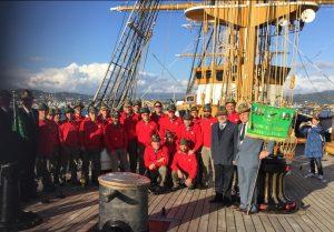 """Foto di gruppo del Coro A.N.A, Monte Sillara di Bagnone sulla nave """"Amerigo Vespucci"""""""