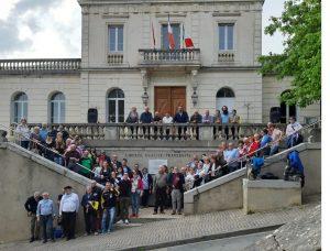 Foto di gruppo a Puylaurens con i partecipanti che hanno rinnovato il gemellaggio tra Mulazzo e la cittadina francese