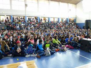 Il pubblico di giovanissimi che ha partecipato alla giornata del Bancarellino