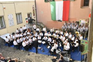La Musica Cittadina Pontremoli nella piazzetta della Pace nel concerto di sabato 1° giugno
