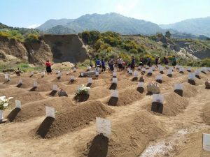 Il cimitero dei migranti morti in mare nella primavera del 2018 costruito ad Armo, non lontano da Reggio Calabria