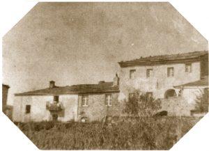 Una rara immagine che mostra il palazzo comunale di Patigno come si presentava prima della ristrutturazione