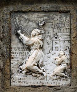 La maestà in marmo di Carrara che raffigura San Francesco che riceve le stimmate e fra' Ruffino inginocchiato alle sue spalle. È stata collocata a Bosco di Corniglio nel 1736.