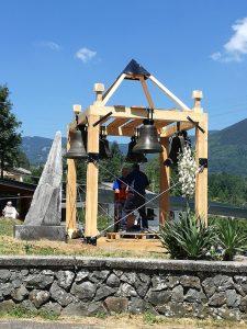 """Le campane di Coloretta rimontate sulla """"cella"""" costruita in legno"""