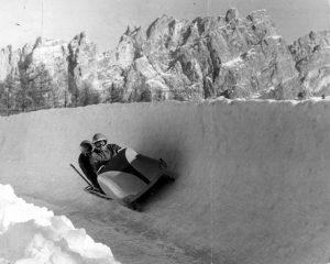 La gara di bob nelle Olimpiadi di Cortina del 1956