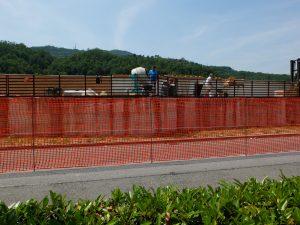 I lavori in corso per la realizzazione dell'argine di Aulla