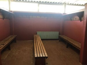 Un'immagine degli spogliatoi dell'impianto sportivo di Quercia