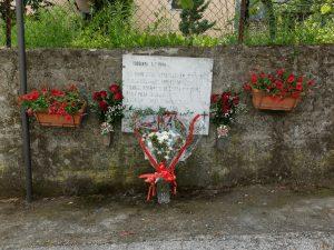 La targa a Gabbiana che ricorda le vittime del rastrellamento