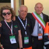 """Un gruppo di volontari """" Vab"""", all'inaugurazione della nuova scuola"""