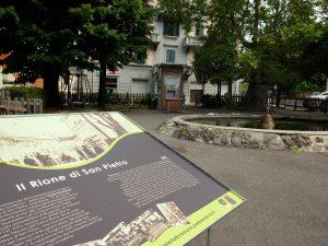 Uno dei pannelli, nei giardini di San Pietro.
