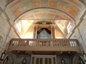Il bell'organo a canne nella chiesa parrocchiale di San Benedetto a Montelungo. Costruito nel 1858 sarà presto sottoposto ad un accurato restauro