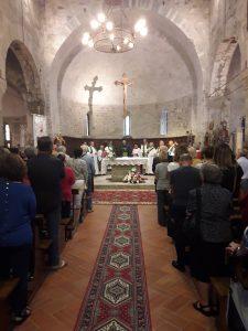 Un momento della celebrazione alla Pieve di Codiponte che ha vistol'ingresso di don Massimo Redaelli
