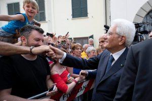Mattarella saluta i cittadini presenti alla giornata