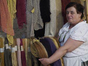 Ponticello - Antichi Mestieri 2019 - Andreina con la sua lana colorata con prodotti naturali (foto Massimo Pasquali)