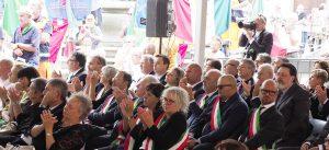 Il settore della platea riservato ai sindaci e ai rappresentanti delle istituzioni e dei famigliari delle vittime (foto Massimo Pasquali)