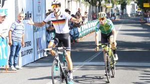 La vittoria del tedesco Brenner, in volata su Piccolo, all'arrivo della prima tappa.