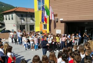 Un momento dell'inaugurazione della scuola di Aulla
